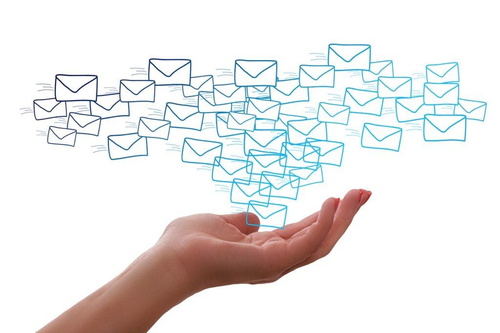 Partamos de una de esas cifras difíciles de visualizar por su magnitud: en un año se enviaron 100.000 millones de emails al día. Y eso es sin contar los emails personales.