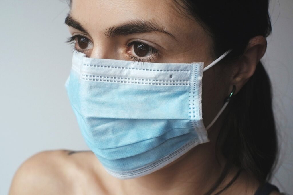 Enmarcar el enmascaramiento como una cuestión de derechos de los trabajadores:  originalmente, la prohibición de fumar se presentó como una medida de protección en el lugar de trabajo. COVID-19 presenta una amenaza similar, solo que esta vez, el peligro que representa es más insidioso